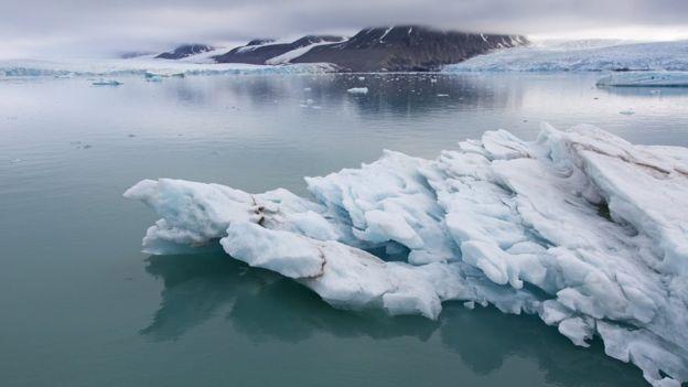Oamenii de știință au descoperit particule de plastic în precipitațiile sub formă ploaie și ninsoare