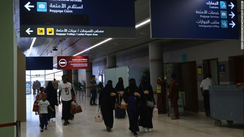 Femeile din Arabia Saudită vor putea călători independent, fără permisiunea unui tutore de sex masculin