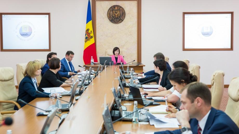 Guvernul a aprobat eliberarea din funcție a peste 20 de secretari de stat din mai multe ministere