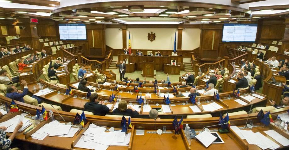 (live) Deputații se adună din nou în ședință. Pe ordinea de zi este numirea a doi judecători la Curtea Constituțională