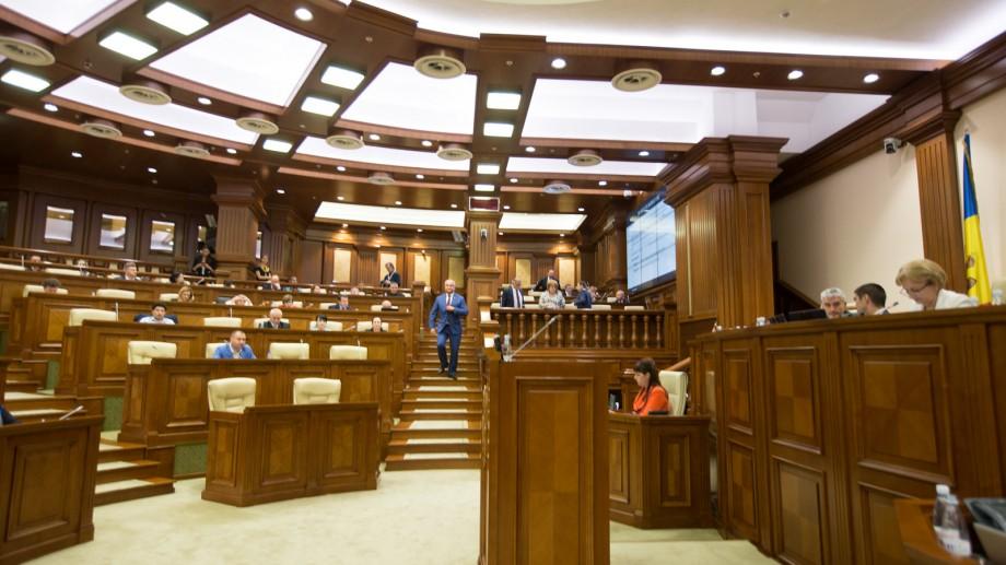 Maia Sandu și Igor Dodon, în topul sondajelor. Cine ar intra în Parlament dacă ar avea loc anticipate