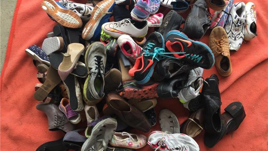 """Ministerul Sănătății este rugat să elimine interdicția de a vinde încălțămintea """"second hand"""". Care este argumentul comercianților"""