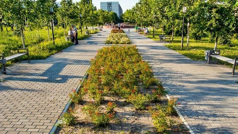 O statuie de doi metri, fântâni arteziene și alei cu flori. În parcul Dendrariu va fi amenajat un spațiu de relaxare