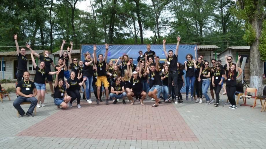 Tinerii locali din Moldova se pot întruni pentru a identifica problemele cu care se confruntă zilnic. Cum vă înregistrați