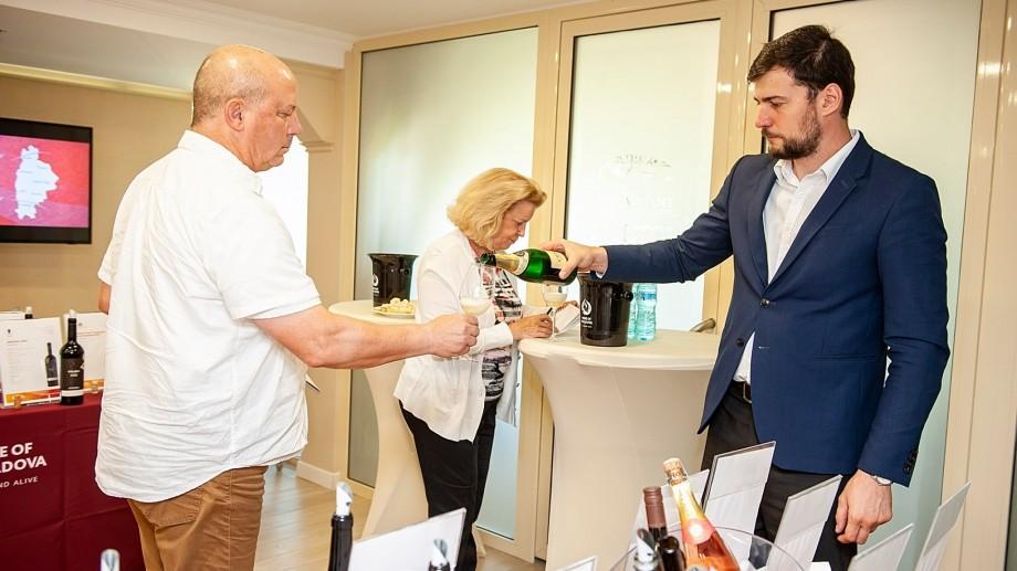(foto) 12 cei mai buni jurnaliști din lume au descoperit secretele vinului Moldovei