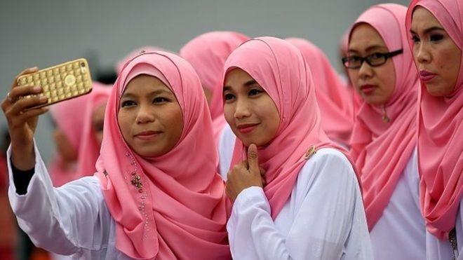 """Malaezia vrea să-și protejeze bărbații de """"seducerea"""" femeilor. """"Din cauza asta ele sunt violate"""""""