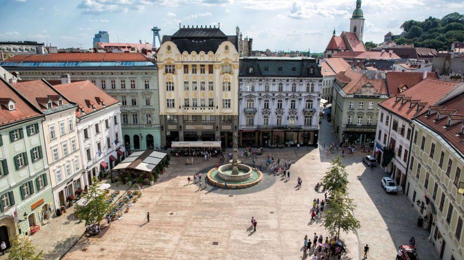 Profesorii din Moldova pot participa gratuit la un seminar internațional în Bratislava. Cum te poți înregistra