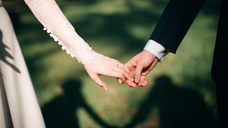 (infografic) La ce vârstă se căsătoresc bărbații și femeile din Moldova