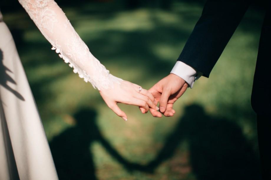(infografic) La ce vârstă se căsătoresc bărbații și femeile din Republica Moldova