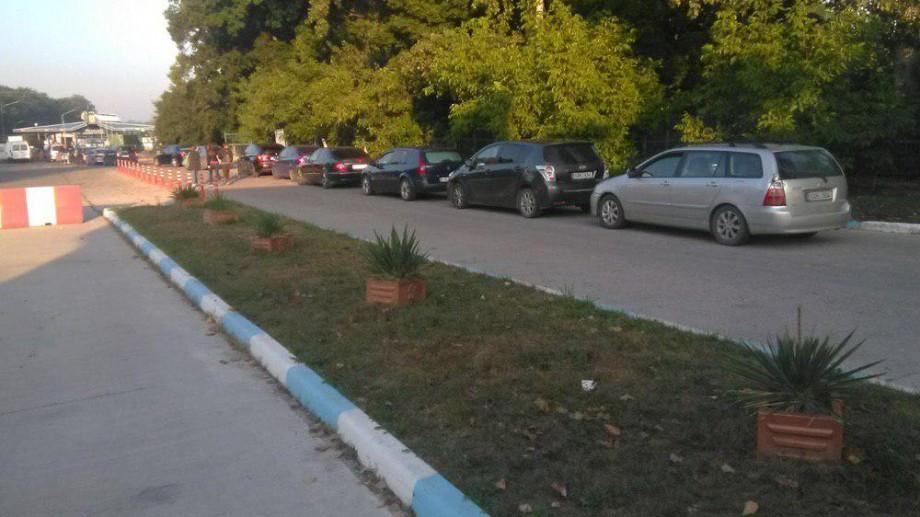 Rânduri de câte 40 de mașini. Care sunt cele mai aglomerate puncte de trecere a frontierei de stat