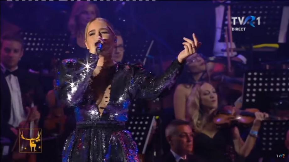 """(video) O artistă din Lituania a interpretat piesa lui Mihail """"Mă ucide ea"""" la Cerbul de Aur din Brașov"""