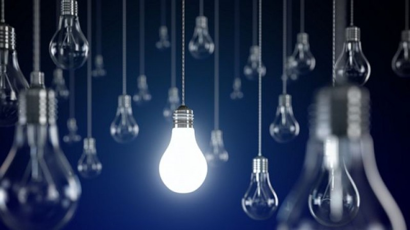 Prețurile la energia electrică au fost ajustate. Cât vom plăti pentru un kWh de acum încolo