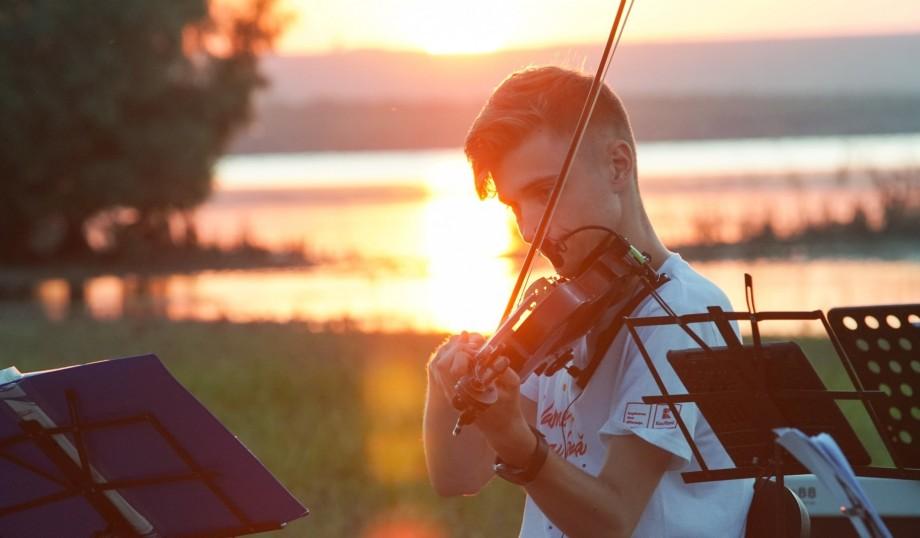 (foto) Descoperă tinerii din La La Play 2019. Ionuț Ciocanu, vioristul pasionat de IT, despre cum ar îmbina notele muzicale în gama JavaScript