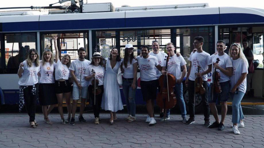 (foto) Muzica live a răsunat în troleibuz și aeroport. Proiectul La La Play a dat startul celei de-a III-a ediții