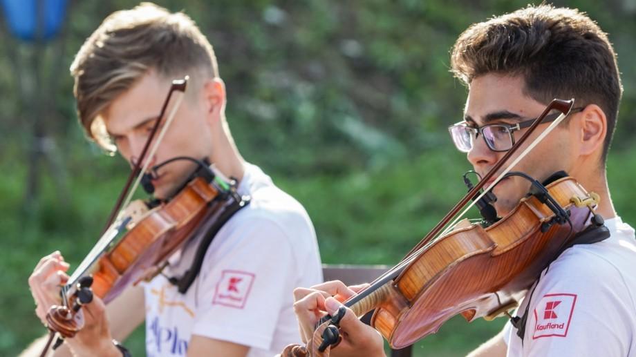 """(foto) Expediția muzicală La La Play 2019 a ajuns și în rezervația naturală """"Plaiul fagului"""". Cum s-a desfășurat concertul"""