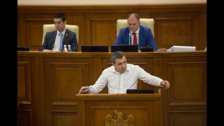 Un deputat PAS ar putea părăsi Parlamentul, din cauza situației de la Curtea Constituțională