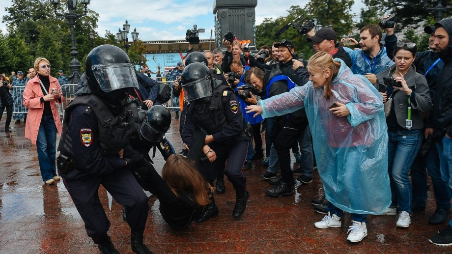 (foto) Moscova, din nou plină de protestatari. Un alt lider al opoziției reținut de poliție