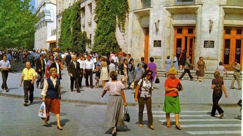 (foto) Călătorie în timp. Cum arătau oamenii și străzile Chișinăului la începutul anilor '80