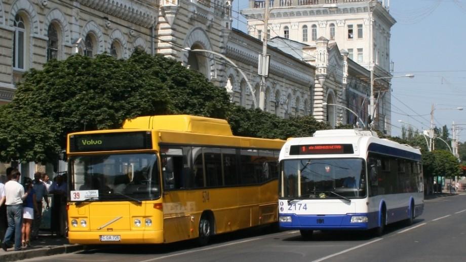 """""""Tururile nu pot fi gratuite pentru turiști"""". Troleibuzele turistice nu circulă prin Chișinău, deoarece nu s-a aprobat taxa pentru călătorii"""