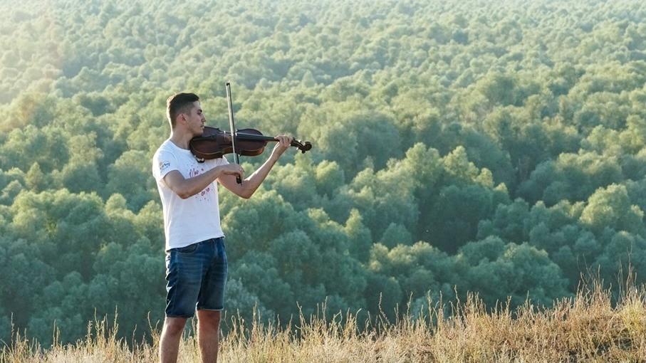 (foto) Descoperă tinerii din La La Play 2019. Violistul Vladislav Secichin, despre pasiunea pentru vioară, cinema și IceWine