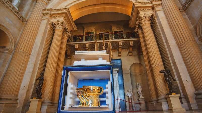 Cine a furat closetul? Un vas de toaletă din aur, în valoare de peste un milion de euro, a fost sustras de la o expoziție