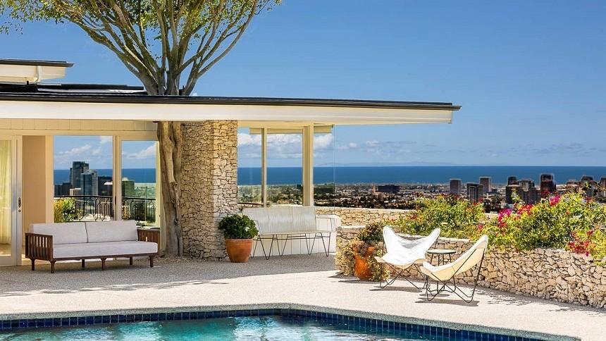 Casa lui Elvis Presley din Beverly Hills poate fi închiriată prin Airbnb. Care este prețul pentru o noapte