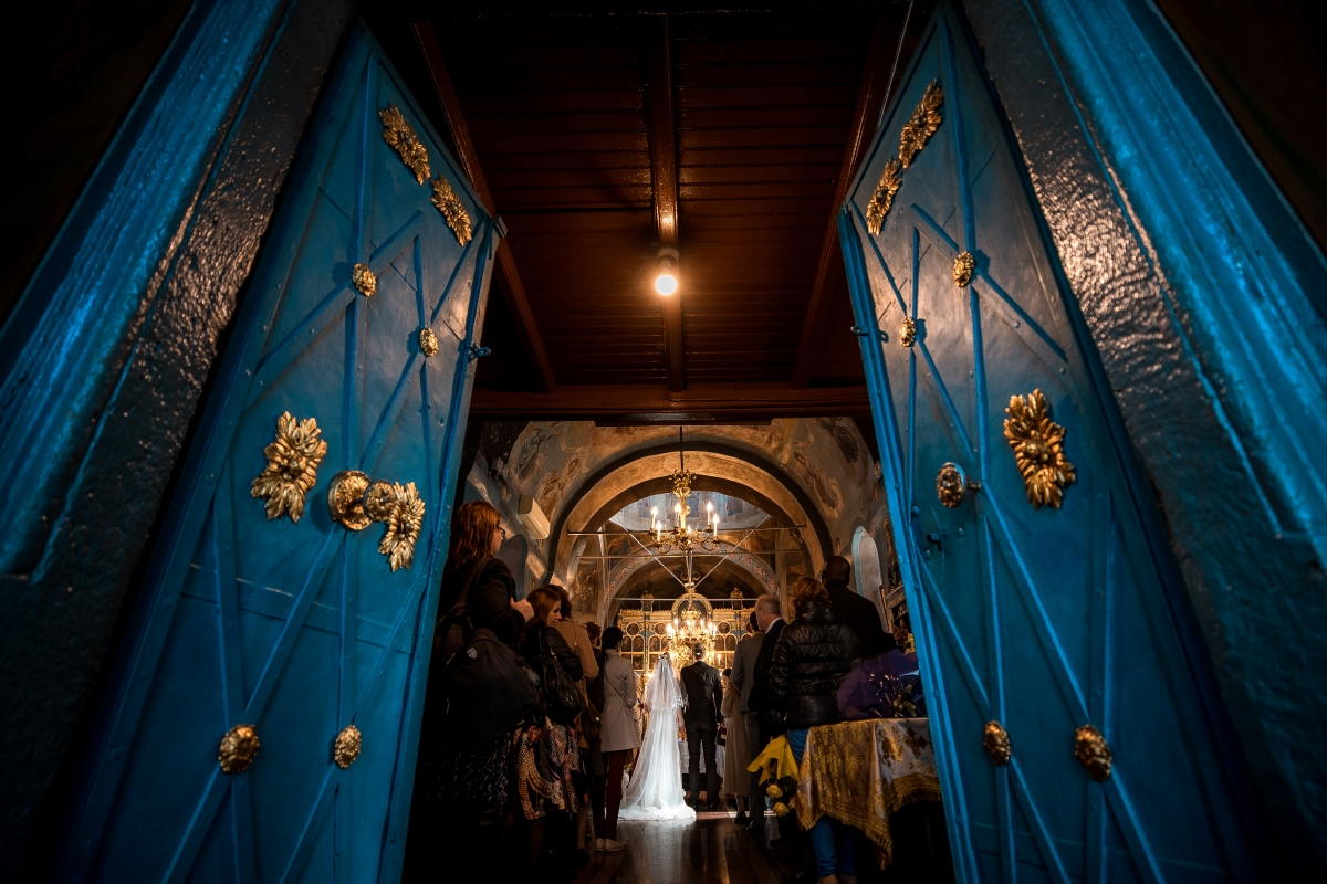 """""""Două mii de lei sau cât te lasă inima"""". Cât costă un botez sau o cununie la bisericile din Moldova"""