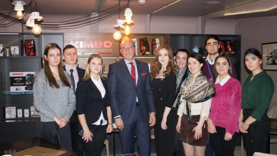 Asociația Tinerilor Diplomați recrutează tineri activi. Completează formularul și devino membrul echipei