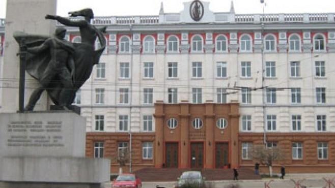 După vizita vloggerului britanic, primarul interimar al municipiului a decis să renoveze, cu 350 000 de lei, monumentul sovietic din fața AȘM