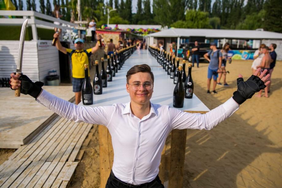 Încă un moldovean în Cartea Recordurilor Guinness. Recordul lui Daniel Frumusachi, cel mai tânăr sommelier din țară, a fost înregistrat oficial