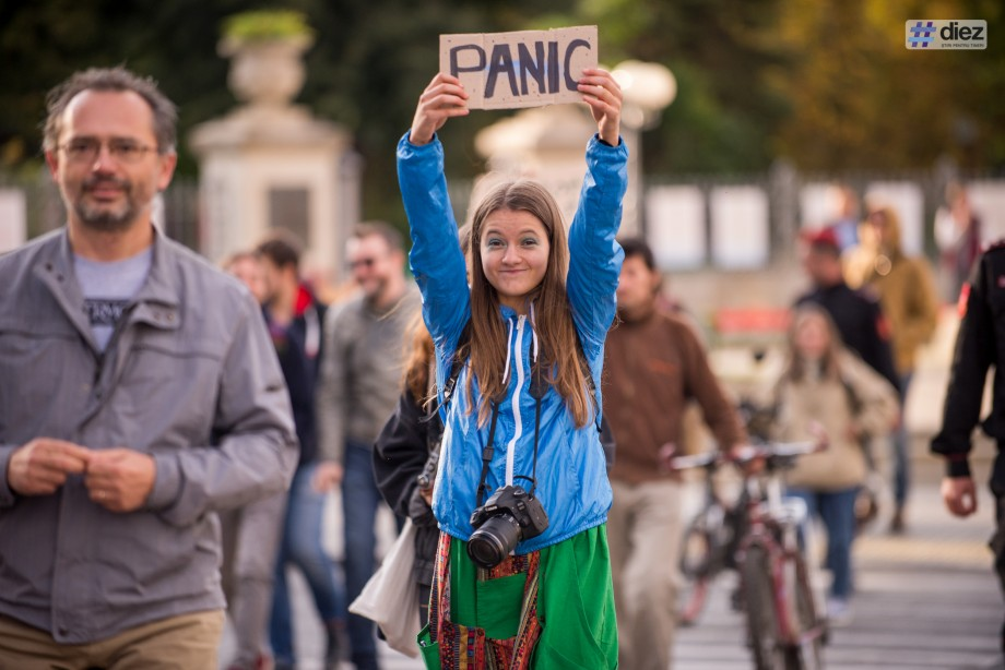 (galerie foto) Elevii și studenții din Chișinău s-au alăturat Grevei Mondiale pentru Climă. Cum s-a desfășurat marșul