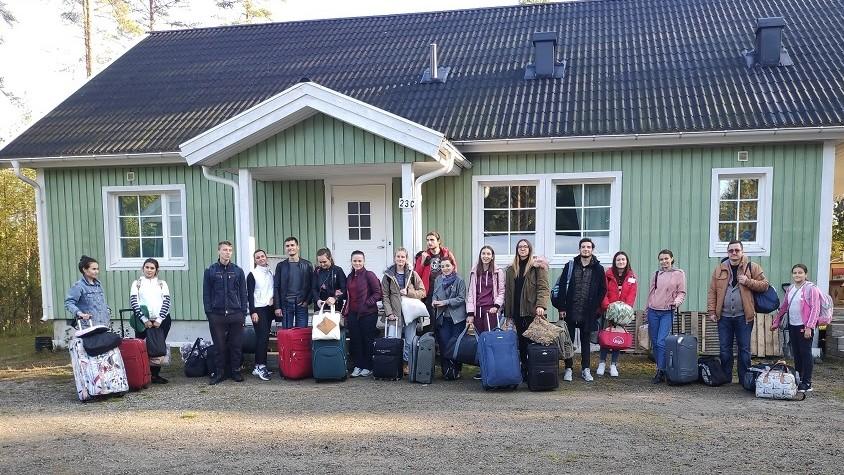 (foto) Tinerii de la ASEM au făcut schimb de experiență cu studenții din Finlanda și au promovat brandurile autohtone în țara nordică