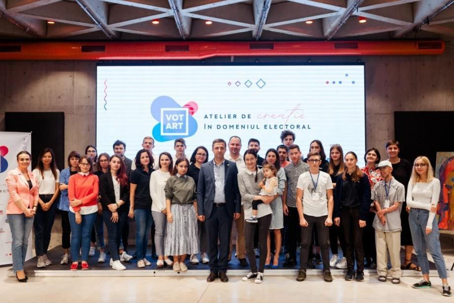 (foto) VotART și-a desemnat câștigătorii. Tinerii artiști au pregătit postere motivaționale pentru alegerile din 20 octombrie