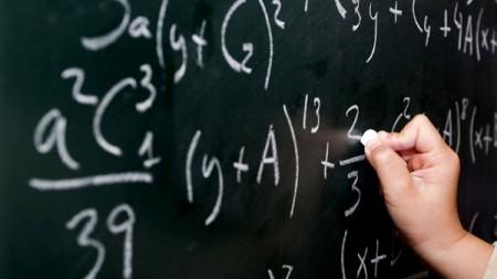 """Îți place matematica? Participă la """"International Youth Math Challenge"""" și câștigă premii"""