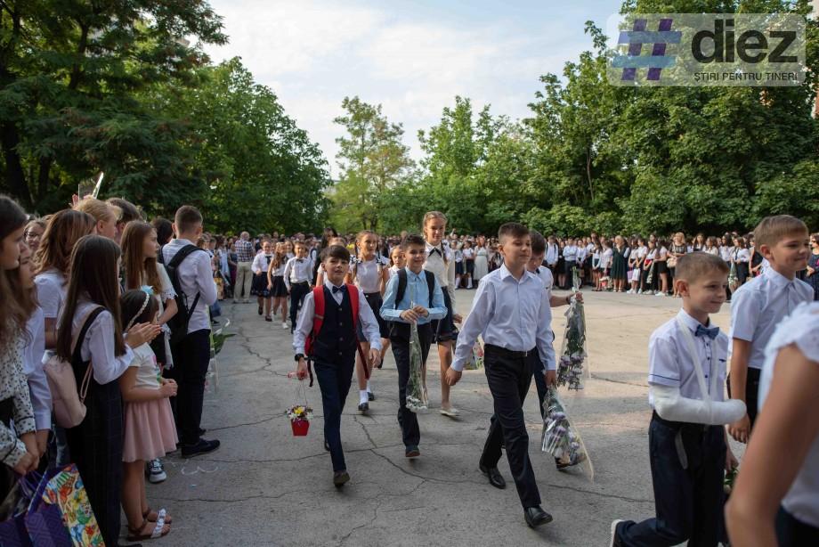 (galerie foto) Clopoțelul vesel sună. Cum au celebrat 1 septembrie elevii de la Liceul Gaudeamus din Capitală