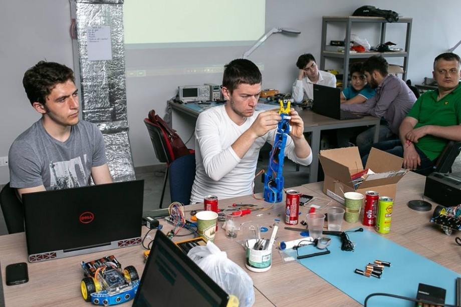 """Ești pasionat de IT? Participă la """"Microlab Open Day"""" și descoperă oportunitățile pe care le oferă Clubul Ingineresc"""