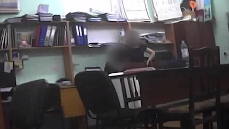(video) Două profesoare de la Colegiul de Ecologie, reținute de CNA. Acestea se plângeau că elevii le-au dat puțini bani