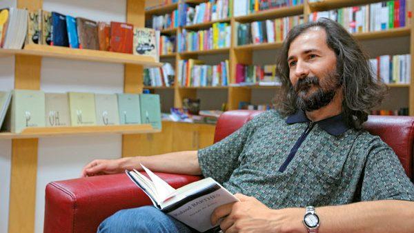 Poetul moldovean Emilian Galaicu-Păun a fost premiat la un concurs național din România