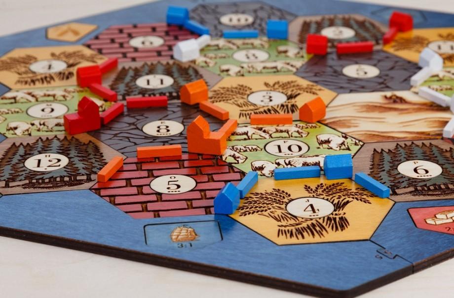 Ești pasionat de jocuri de societate? Participă la Campionatul Moldovei la Catan și câștigă oportunitatea să mergi în Olanda