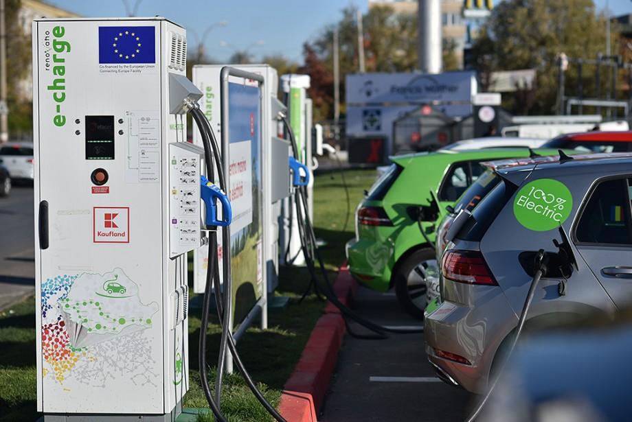 (video) Tot ce trebuie să știi despre stațiile de încărcare a automobilelor electrice instalate la Kaufland Moldova