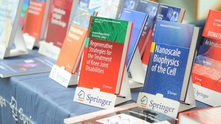 Peste 30 de titluri de carte în domeniile nanotehnologiei și ingineriei biomedicale la UTM. Donație de la SPRINGER