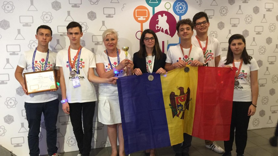 Șapte medalii pentru Moldova la olimpiada internațională Megapolis de la Moscova. Cine sunt elevii care au înregistrat rezultatele
