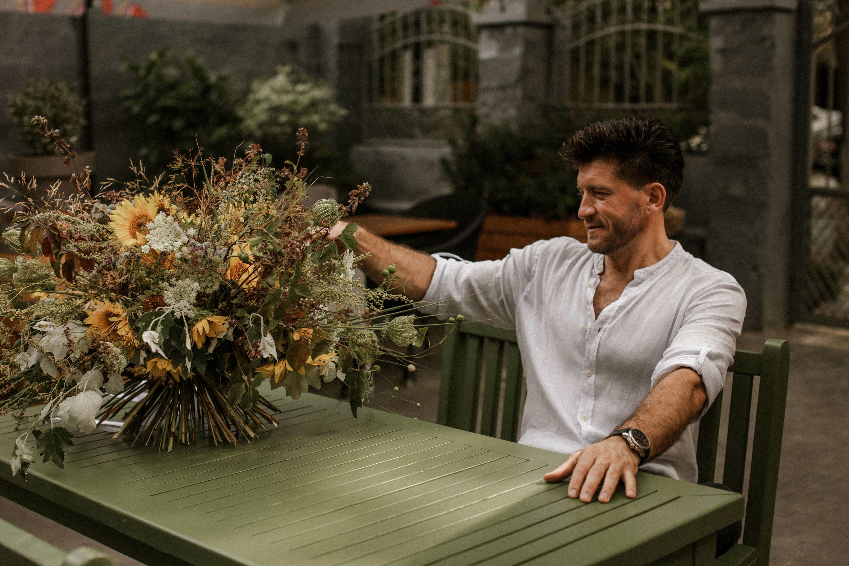 """(foto) Ion Rotaru, """"hoțul"""" de flori care a cucerit Lisabona"""