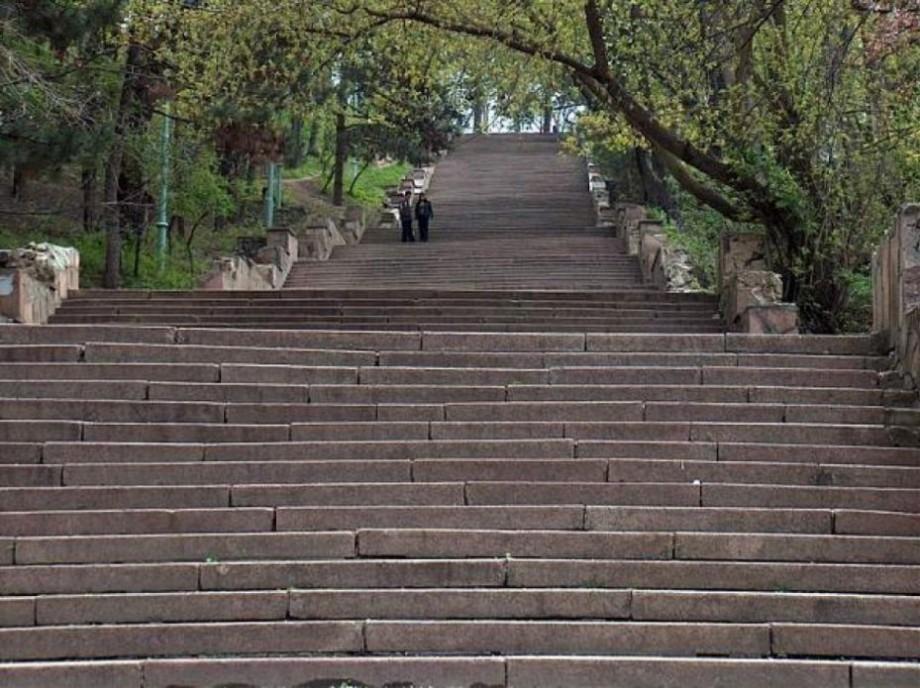 """Când va avea loc inaugurarea scărilor de granit din Parcul """"Valea Morilor"""""""