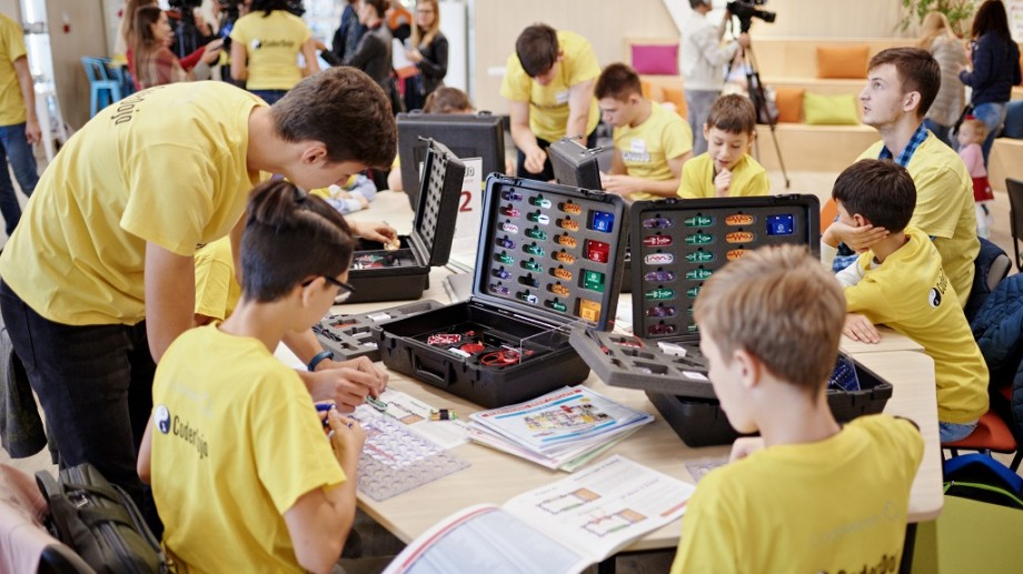 (foto) MegaDojo Chișinău 2019: Circa 100 de copii pasionați de IT au experimentat și au învățat să aplice tehnologiile viitorului
