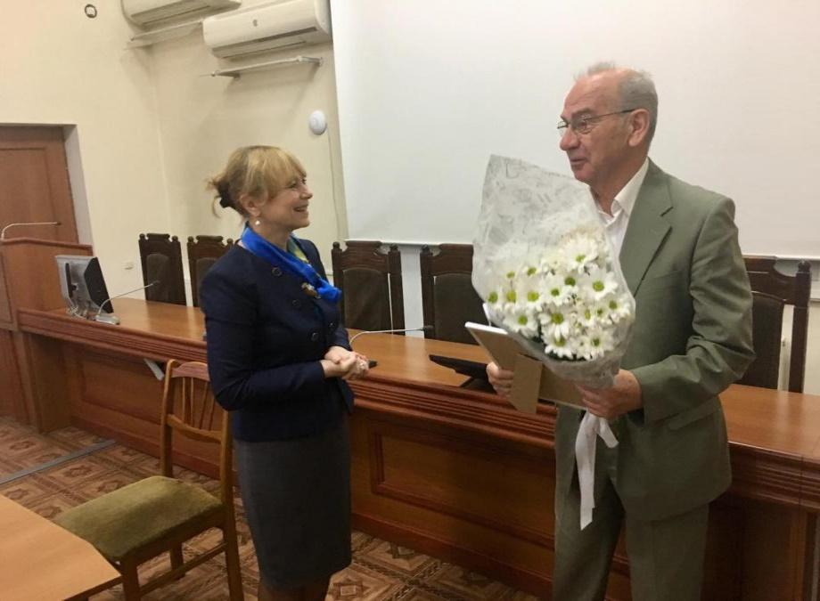 """(foto) Unui profesor din cadrul UTM i-a fost decernat premiul național """"Pentru o viață activă la orice vârstă"""""""