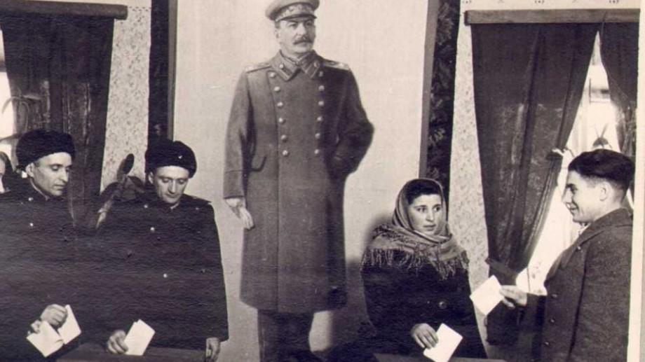 """Ești interesat de istorie? Vino la expoziția temporară: """"Propaganda electorală din perioada regimului totalitar bolșevico-comunist"""""""