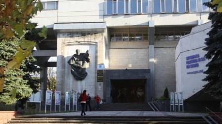 Lista burselor de merit pe care le pot obține tinerii din Moldova pe parcursul anilor de studenție