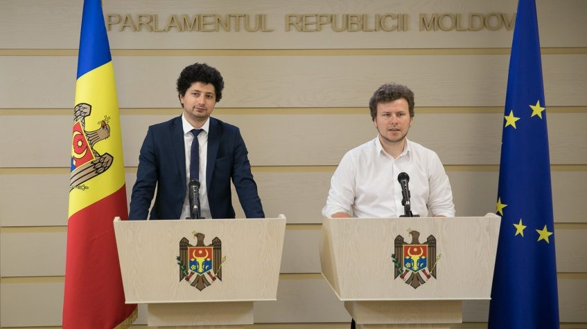 (video) Deputații Radu Marian și Dan Perciun au prezentat o inițiativă legislativă cu măsuri pentru susținerea mediului de afaceri