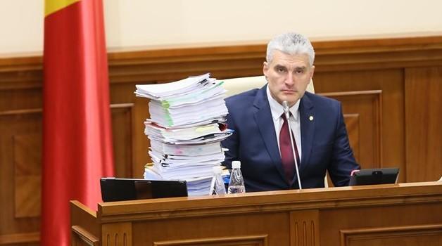 """Sinteza raportului comisiei Slusari: """"Beneficiarii finali au fost grupările Plahotniuc, Șor și Filat"""""""